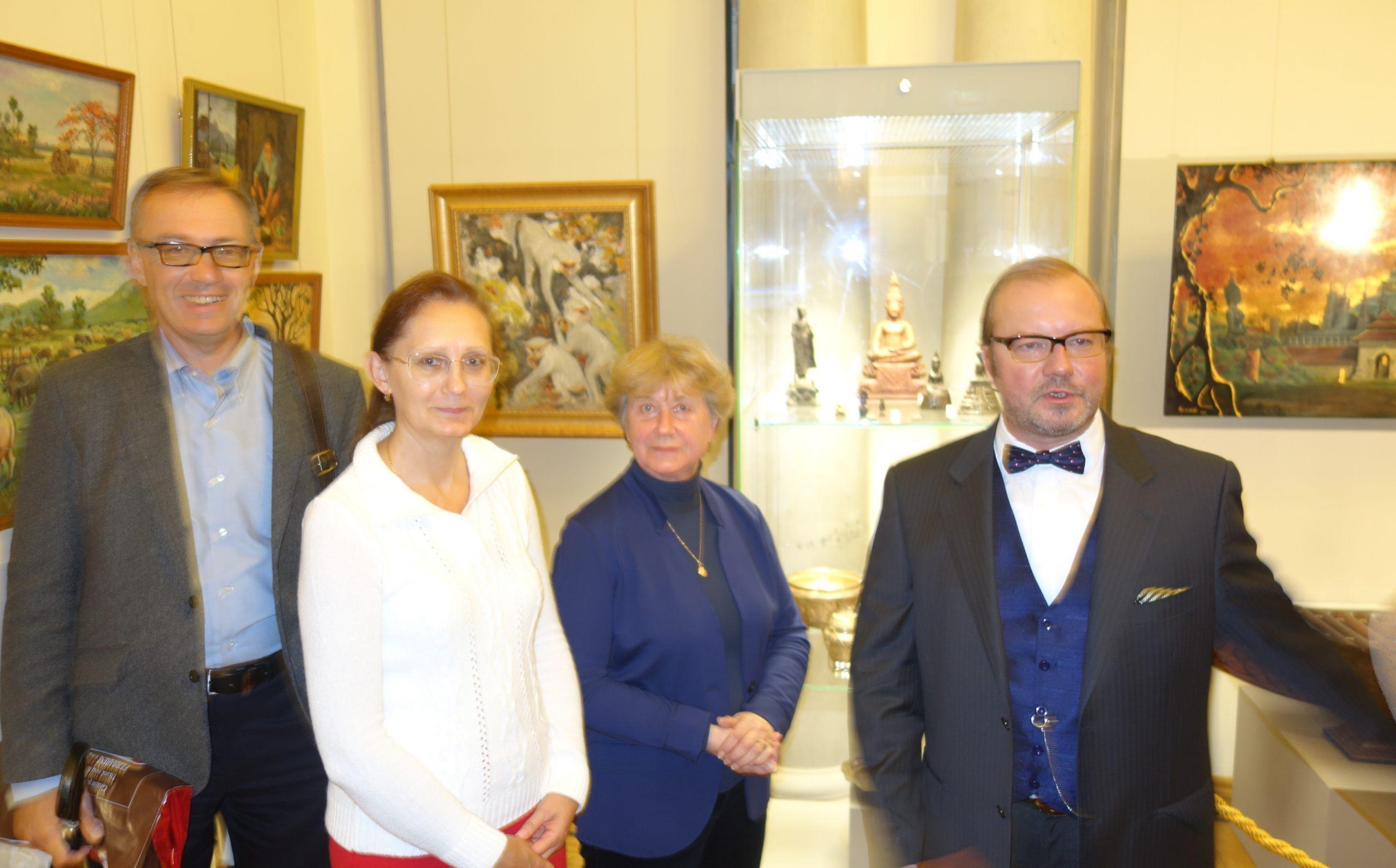 Выставка народных достижений Лаоса в Московском Музее Востока